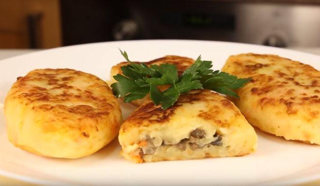 Классические картофельные зразы с мясом на сковороде