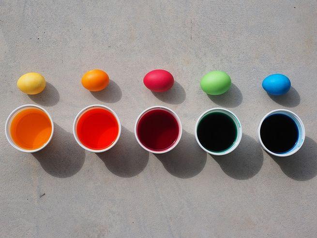 Как покрасить быстро все яйца сразу